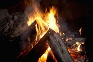 Vilka är de gaser som avges när du bränner trä?