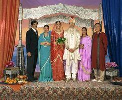 Vad bär hästskötare till Bollywood-tema bröllop?