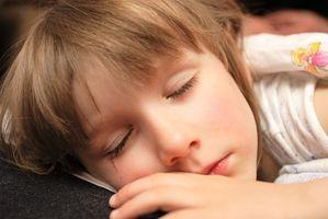 Hur man får ett litet barn att sova senare
