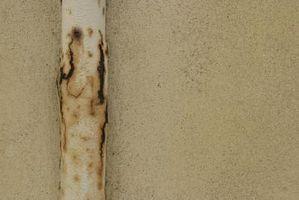 Hur man målar rostiga gasledningar utanför