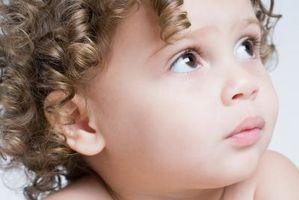 Utvecklingsmässigt lämpliga beteenden för ett 18-månaders barn