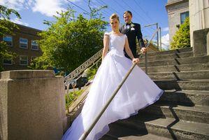 Hur anställa en fredsdomare Minister för ett bröllop i BC, Kanada