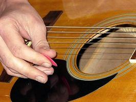 Hur man gör dina fingrar stark innan du spelar en gitarr