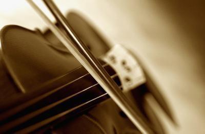 Ställa in en gitarr för en Cello Bow