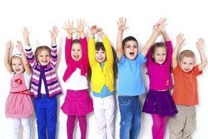 Hur du Lär dina barn att spela med andra