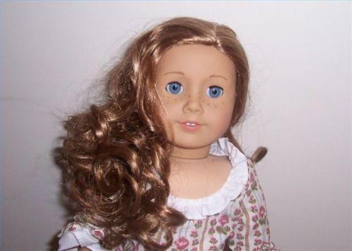 Hur till omsorg for en Curly-Haired American Girl docka